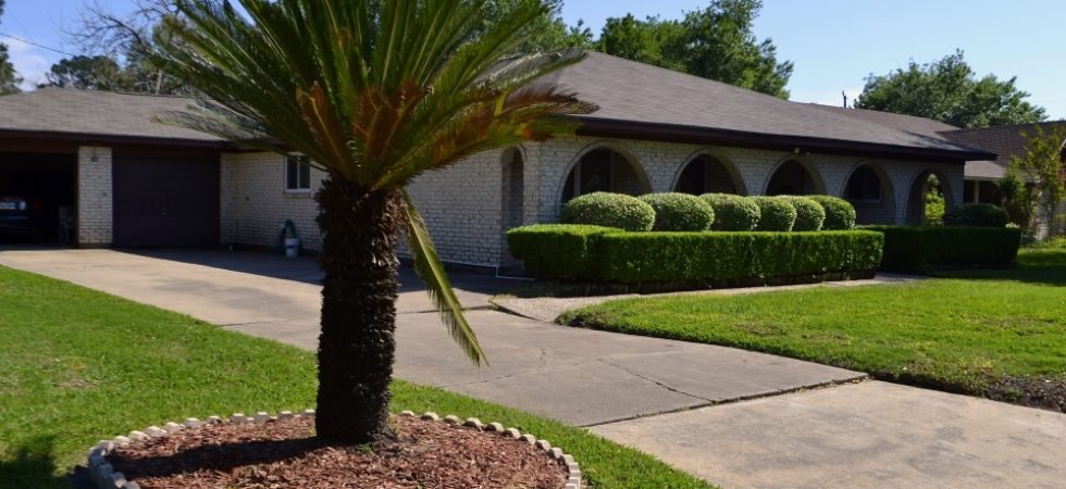 DIY Front Yard Landscaping Ideas On A Budget - Featured