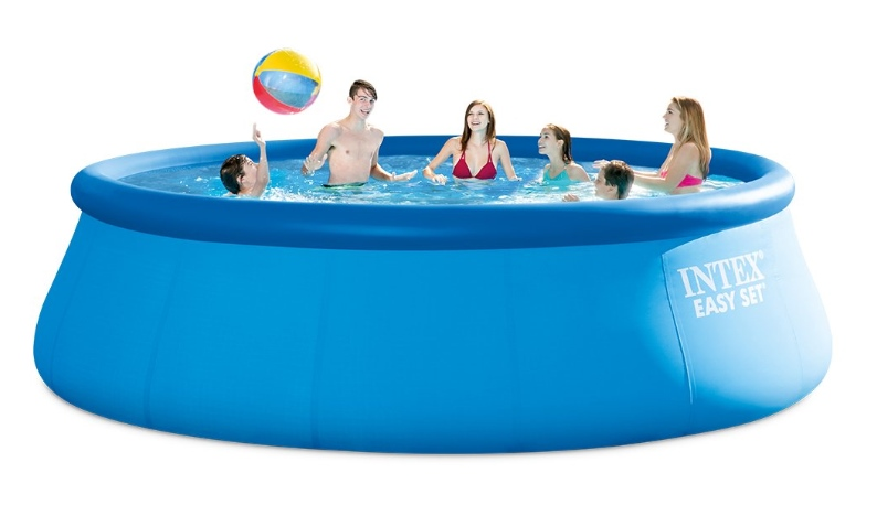 Best Outdoor Décor Ideas For Your Yard - Inflatable Pool